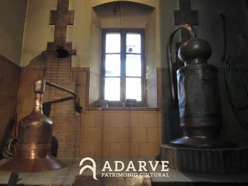 Alambiques de cobre de la fábrica de anís Los Hermanos en Carmona (Sevilla)