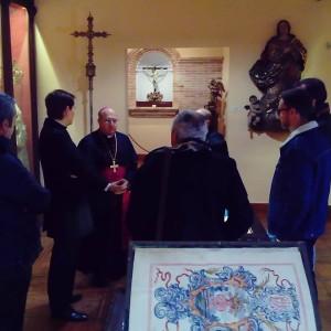 En el Museo de Santa María recibiendo al Obispo Auxiliar Santiago